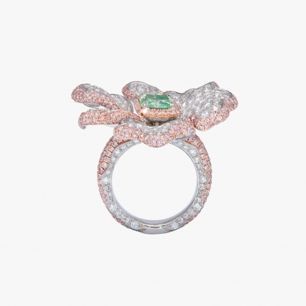 Fancy light yellowish green diamond ring