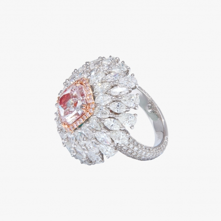 Fancy light purplish pink diamond ring