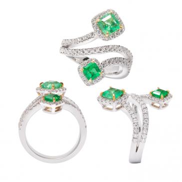 NATURAL EMERALD AND DIAMOND RING