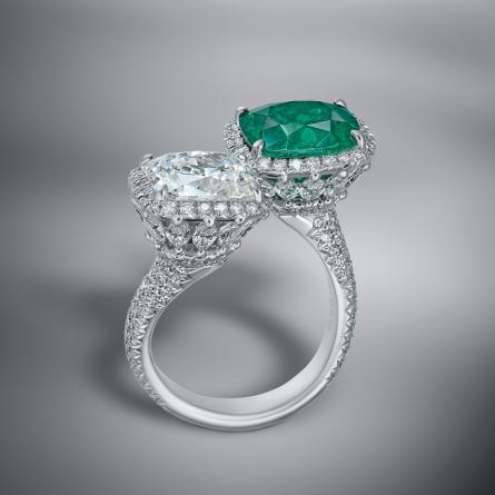 COLOMBIAN EMERALD & DIAMOND RING